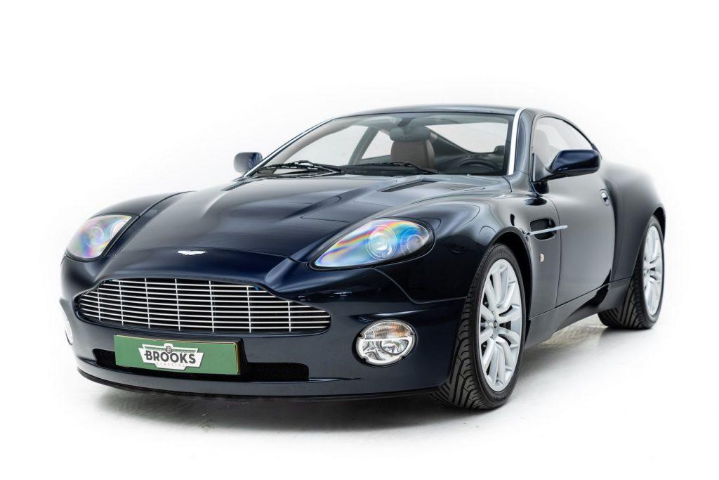 Aston Martin Vanquish blauw